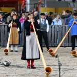 Alphornsolistin Lisa Stoll